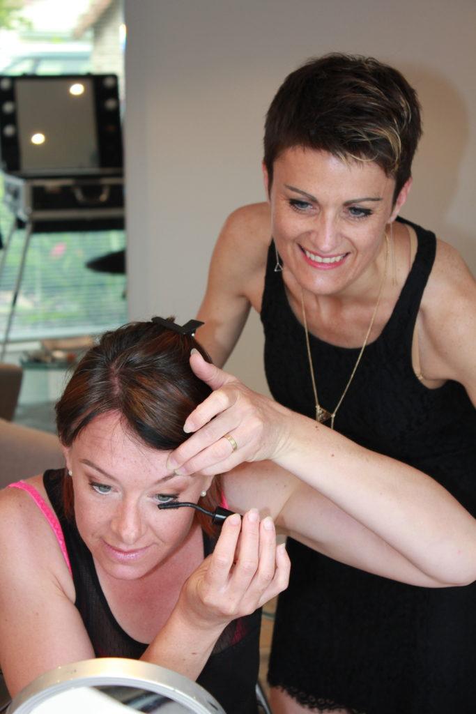 sur-page-auto-maquillage-avec-la-photo-avec-la-trousse-de-maquillage-e1535005960794-683x1024